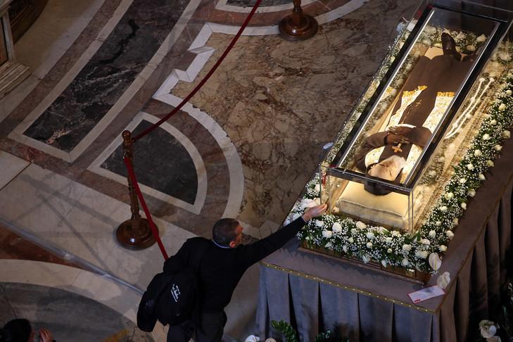 Padre pio saint pierre vatican 02 2016